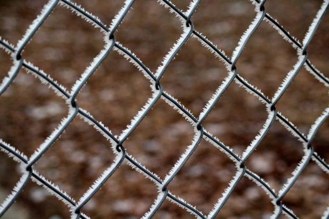 ogrodzenie z siatki z podmurówką